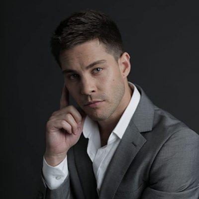 Dean Geyer (suit)